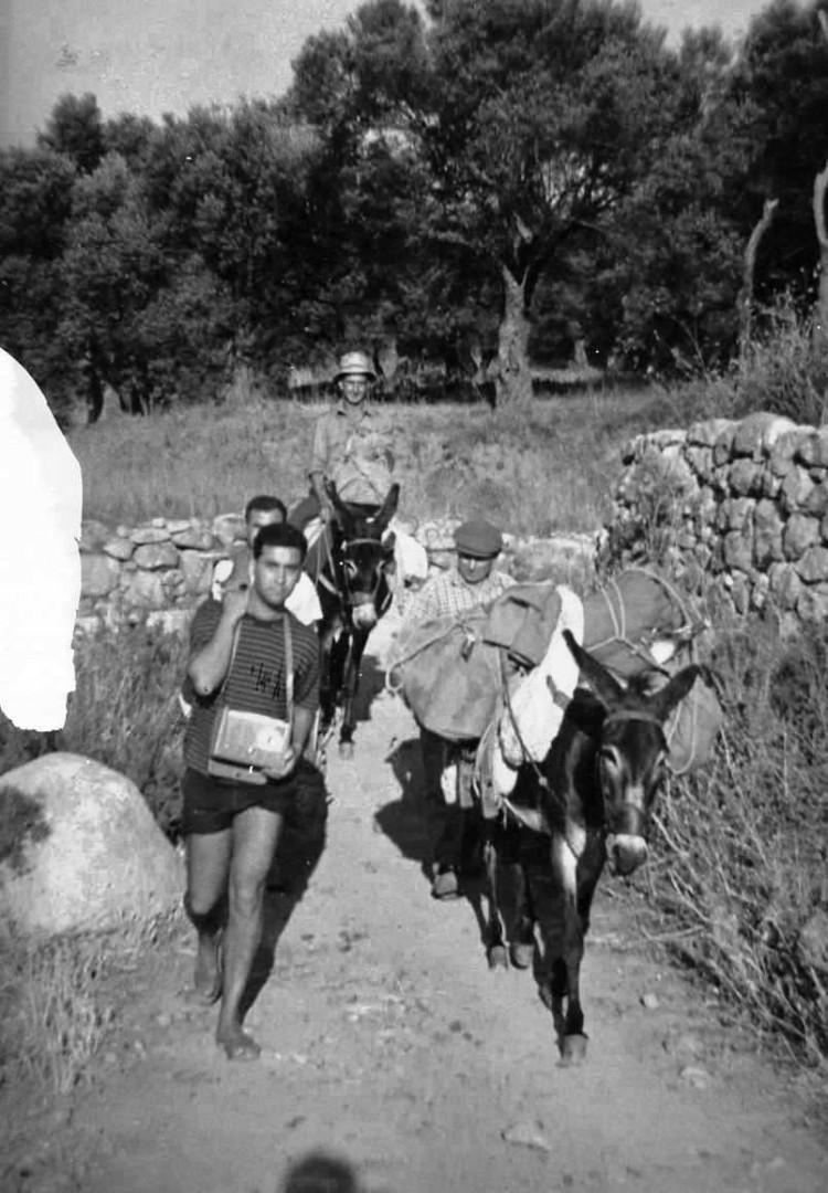 """Francuccio − il Cifiro – Cinanni e 'Ntoni Candido. Ha scattato Testerrè – Verso S. Onofrio con radio """"Geloso"""""""