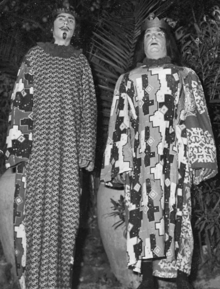 Enzo 'a Sagoma e Angelino Capitanio nella parte dei giahanti