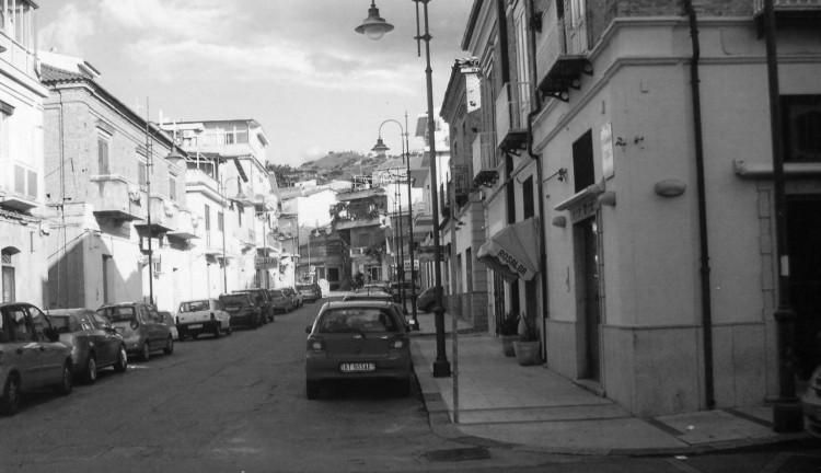 Il Misóstraco e via Tenente Carella 60 anni dopo