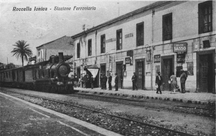 Roccella Jonica - stazione ferroviaria con vaporiera -anni '40