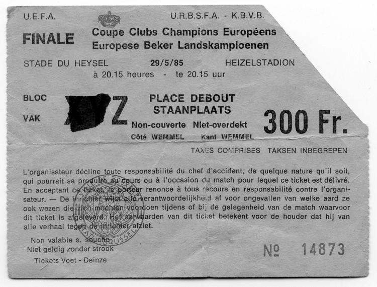 Biglietto per la partita Juventus-Liverpool fronte (in alto) e re-tro
